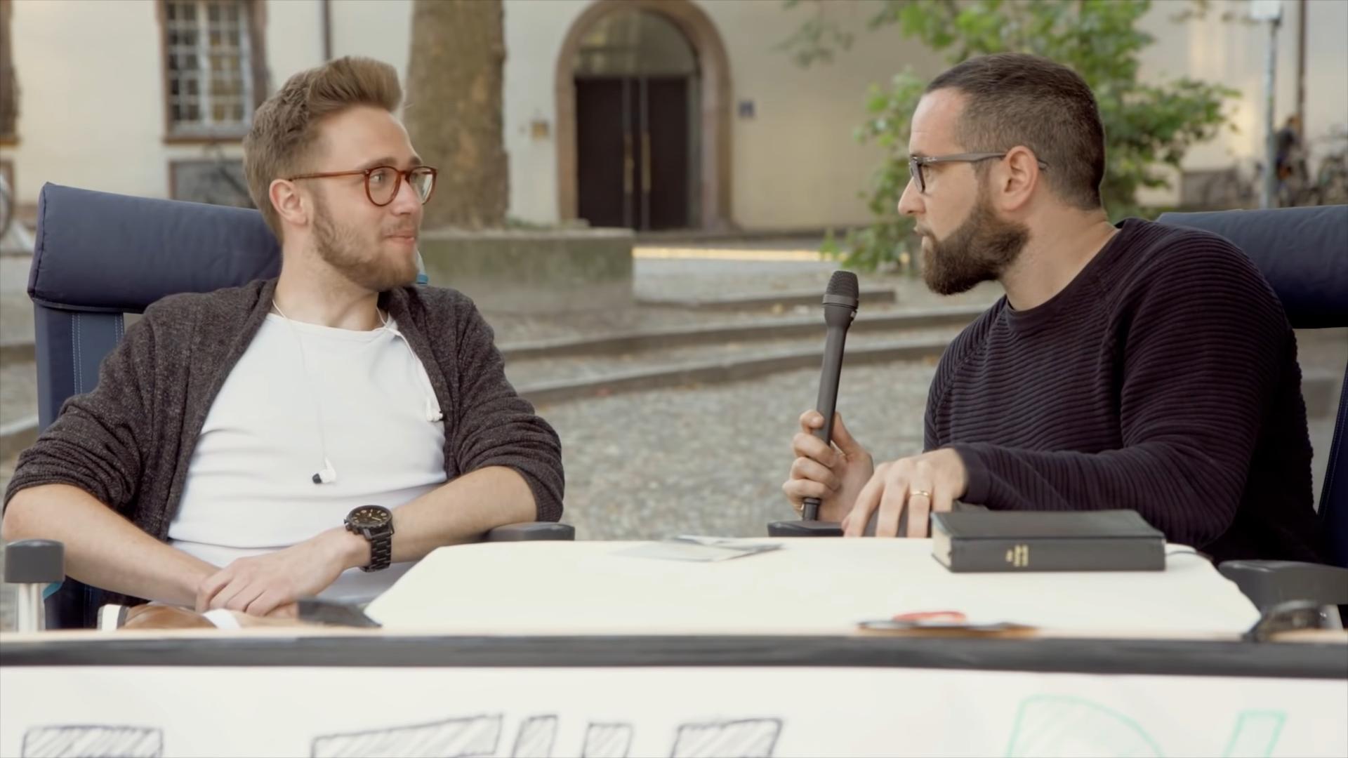 Gibt es Gott? | Atheist trifft Christ | Freundliche Straßendebatte – Teil 2